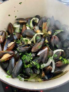 recept Zeeuwse mosselen klaarmaken ui knoflook laurier peterselie