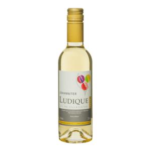 kleine fles witte Nederlandse wijn