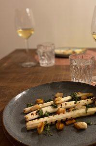 wijn en spijs met asperges